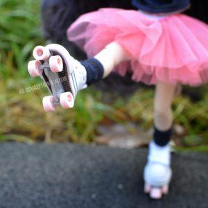 Alixir-blythe_Pullip_rollers_patins_rose_zoom